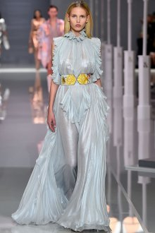 Платье с воланами блестящее