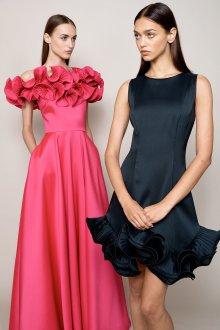 Платье с воланами гладкое