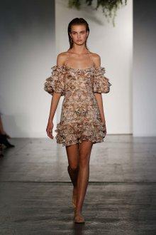 Платье с воланами короткое