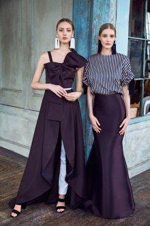Платье с воланами и разрезом