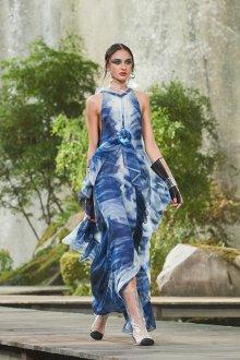 Платье с воланами на талии