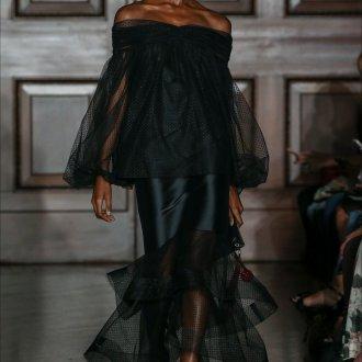 Платье с воланами из тюля