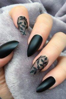 Черный маникюр с листьями