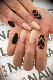 Черный маникюр на нарощенные ногти