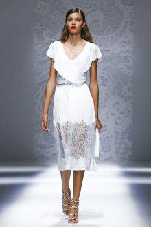 Blumarine весна лето 2019 белое платье