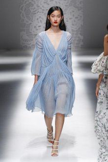 Blumarine весна лето 2019 платье голубое