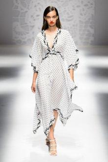 Blumarine весна лето 2019 платье в горошек