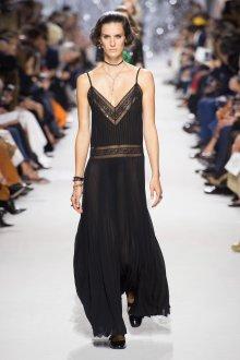Christian Dior весна лето 2019 платье в бельевом стиле