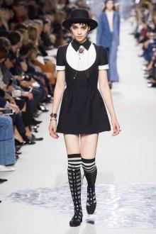 Christian Dior весна лето 2019 черно-белое платье