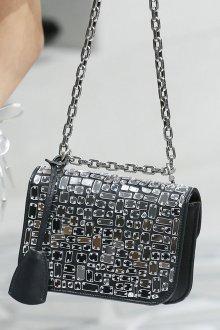 Christian Dior весна лето 2019 сумка с декором