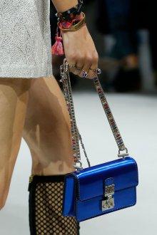 Christian Dior весна лето 2019 синяя сумка