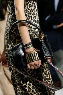 Christian Dior весна лето 2019 черная сумка