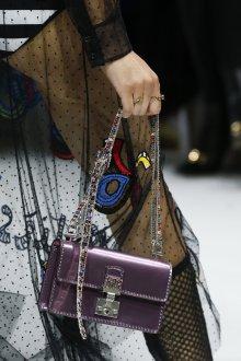 Christian Dior весна лето 2019 сумка фиолетовая