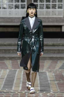 Kenzo весна лето 2018 кожаное пальто