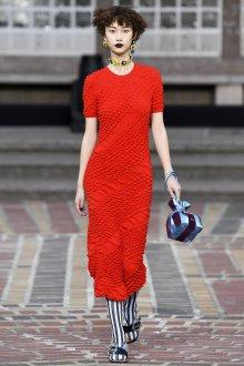 Kenzo весна лето 2018 красное платье