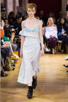 John Galliano весна лето 2018 асимметричное платье