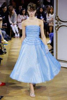John Galliano весна лето 2018 голубое платье