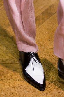 John Galliano весна лето 2018 остроносые туфли
