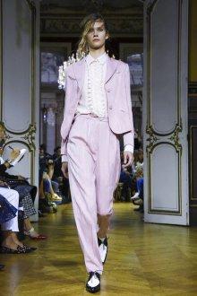 John Galliano весна лето 2018 розовый костюм