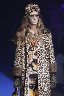 Gucci весна лето 2018 леопардовое пальто