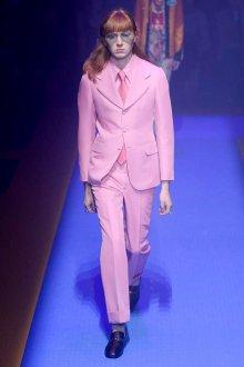 Gucci весна лето 2018 мужской розовый костюм