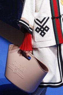 Gucci весна лето 2018 бежевая сумка