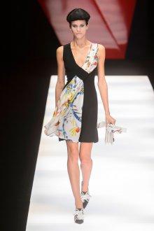 Giorgio Armani весна лето 2019 асимметричное платье