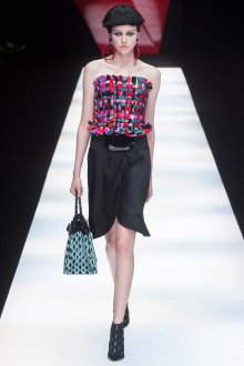 Giorgio Armani весна лето 2019 короткое платье