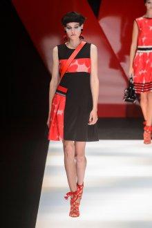 Giorgio Armani весна лето 2019 красно-черное платье