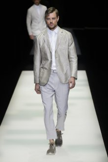 Giorgio Armani весна лето 2019 мужской белый костюм