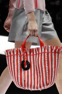 Giorgio Armani весна лето 2019 плетеная сумка