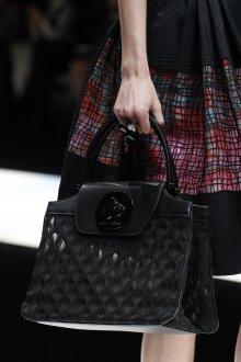 Giorgio Armani весна лето 2019 черная сумка