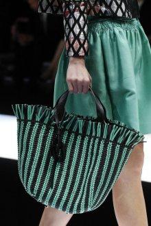 Giorgio Armani весна лето 2019 зеленая плетеная сумка