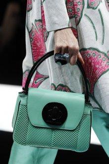 Giorgio Armani весна лето 2019 зеленая сумка