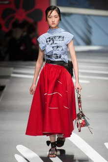 Prada весна лето 2019 красная юбка
