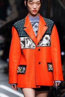 Prada весна лето 2019 оранжевая куртка