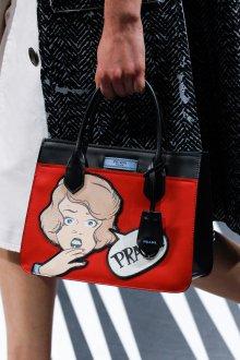 Prada весна лето 2019 сумка красная