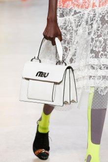 Miu miu весна лето 2018 белая сумка