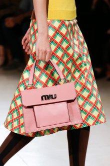 Miu miu весна лето 2018 розовая сумка