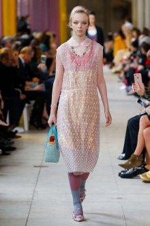 Miu miu весна лето 2018 розовое платье