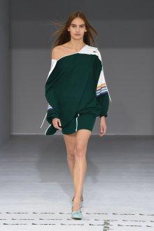 Lacoste весна лето 2019 зеленое платье асимметричного кроя
