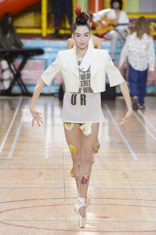 Vivienne Westwood весна лето 2019 белый пиджак