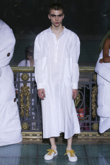Vivienne Westwood весна лето 2019 белая рубашка