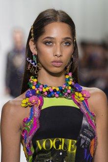 Versace весна лето 2018 бусы
