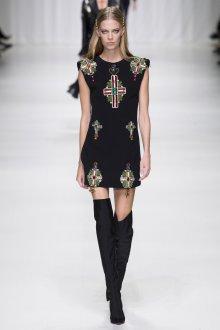 Versace весна лето 2018 декор на платье