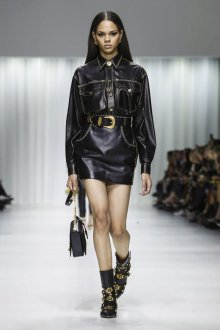 Versace весна лето 2018 кожаный костюм