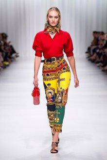 Versace весна лето 2018 красная блузка