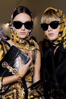 Versace весна лето 2018 солнечные очки