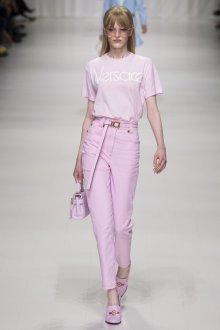 Versace весна лето 2018 футболка пастельного цвета