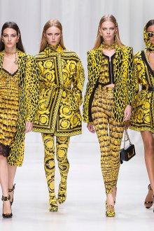 Versace весна лето 2018 желтое пальто